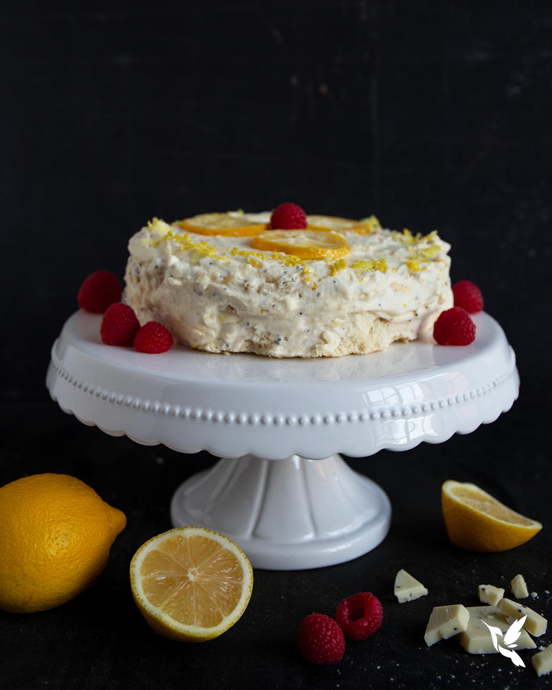 Low-Carb & Keto Zitronenkuchen mit weißer Schokolade