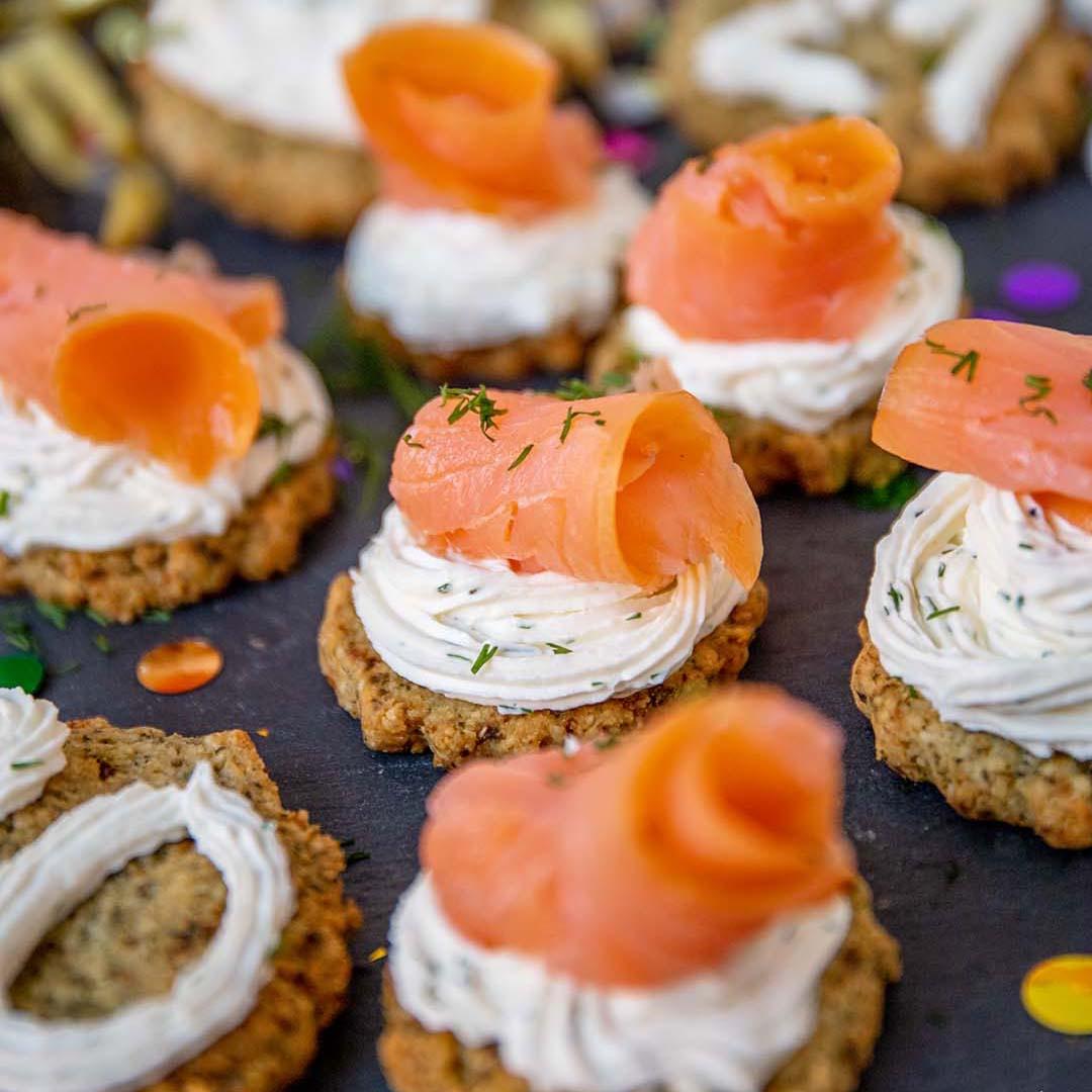 Lachs auf Low-Carb & Keto Cracker