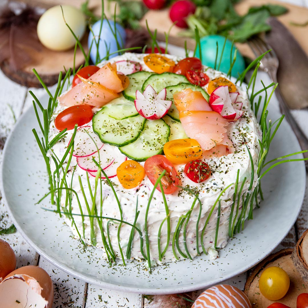 Herzhafte Low-Carb & Keto Oster-Torte mit Lachscreme